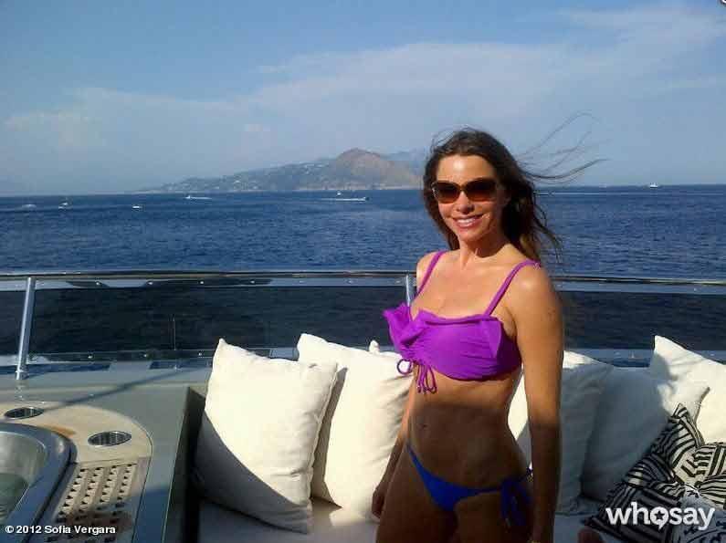 Sofia-Vergara-toned-abs-on-display-in-bikini