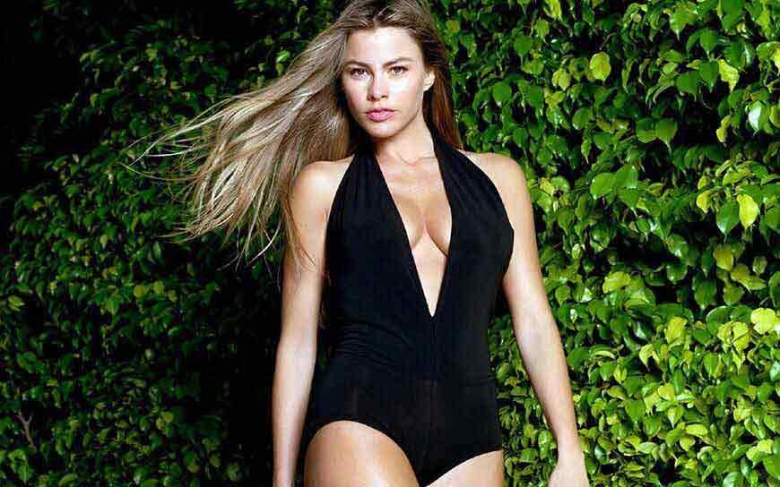 actress sofia vergra bikini pictures side boobs visible