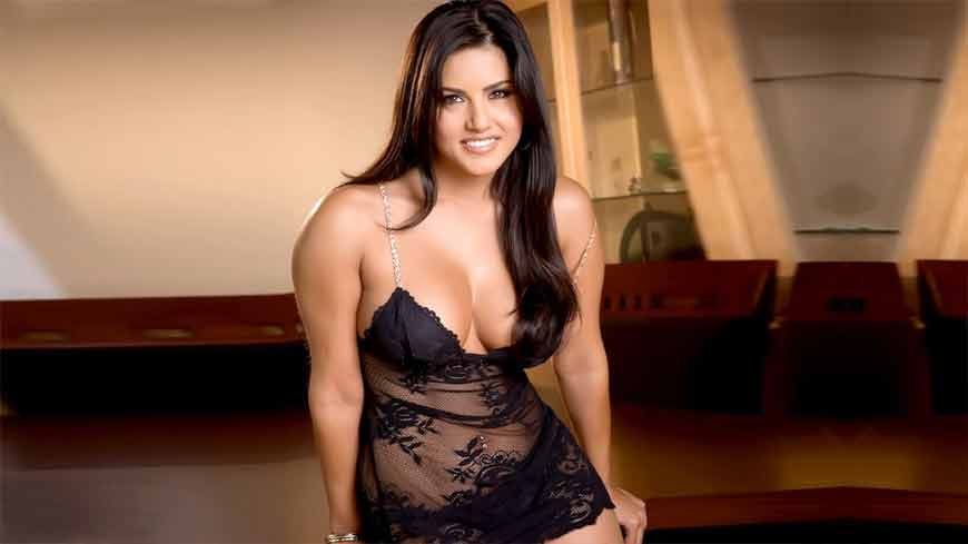 sunny-leone-huge-boobs-cleavage-pictures