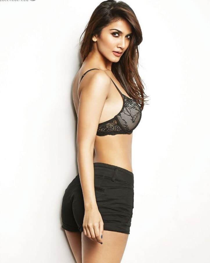 vaani kapoor bikini images with black shorts