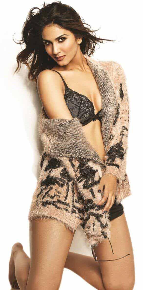 actress vaani kapoor bikini pictures displaying her hot body