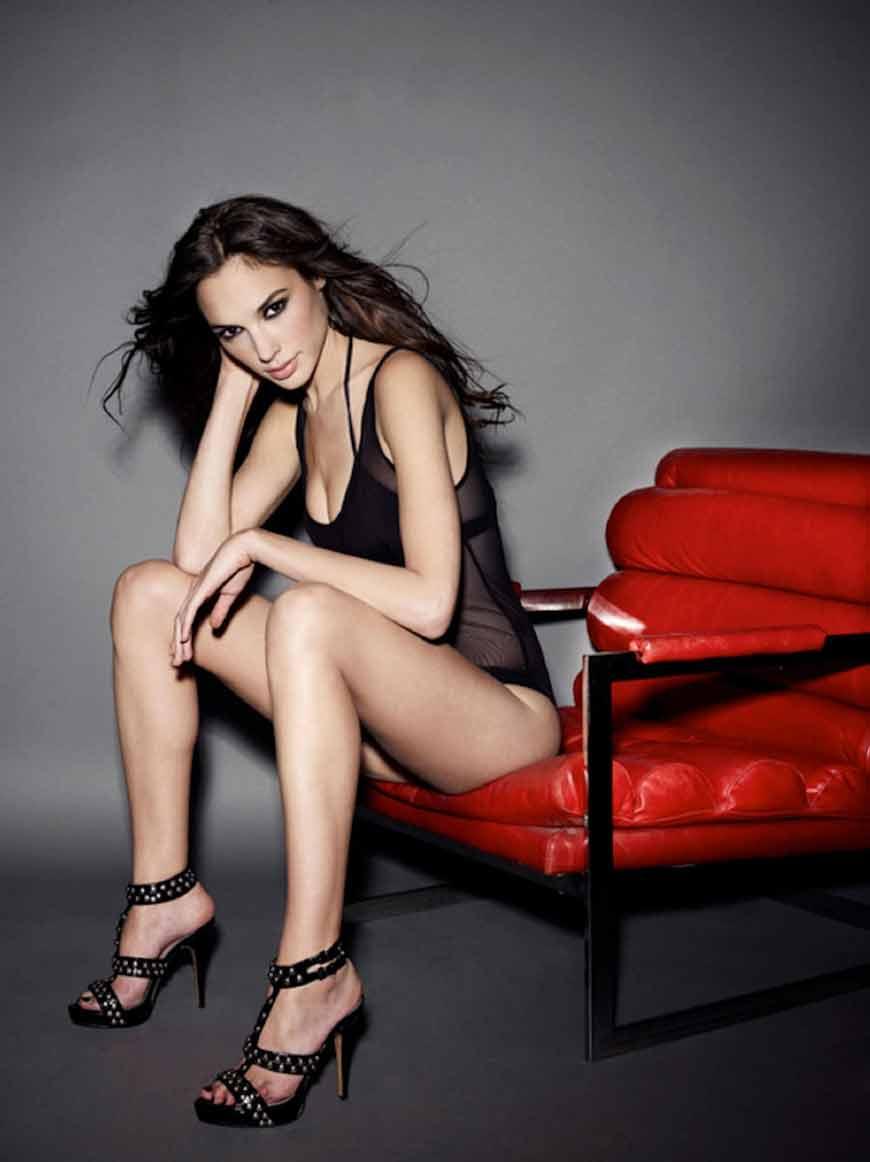 Gal Gadot raises temperature in bikini stills