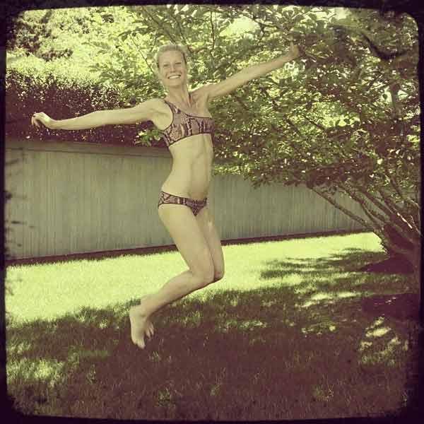beautiful-gwyneth-paltrow-enjoying-in-park-in-bikini