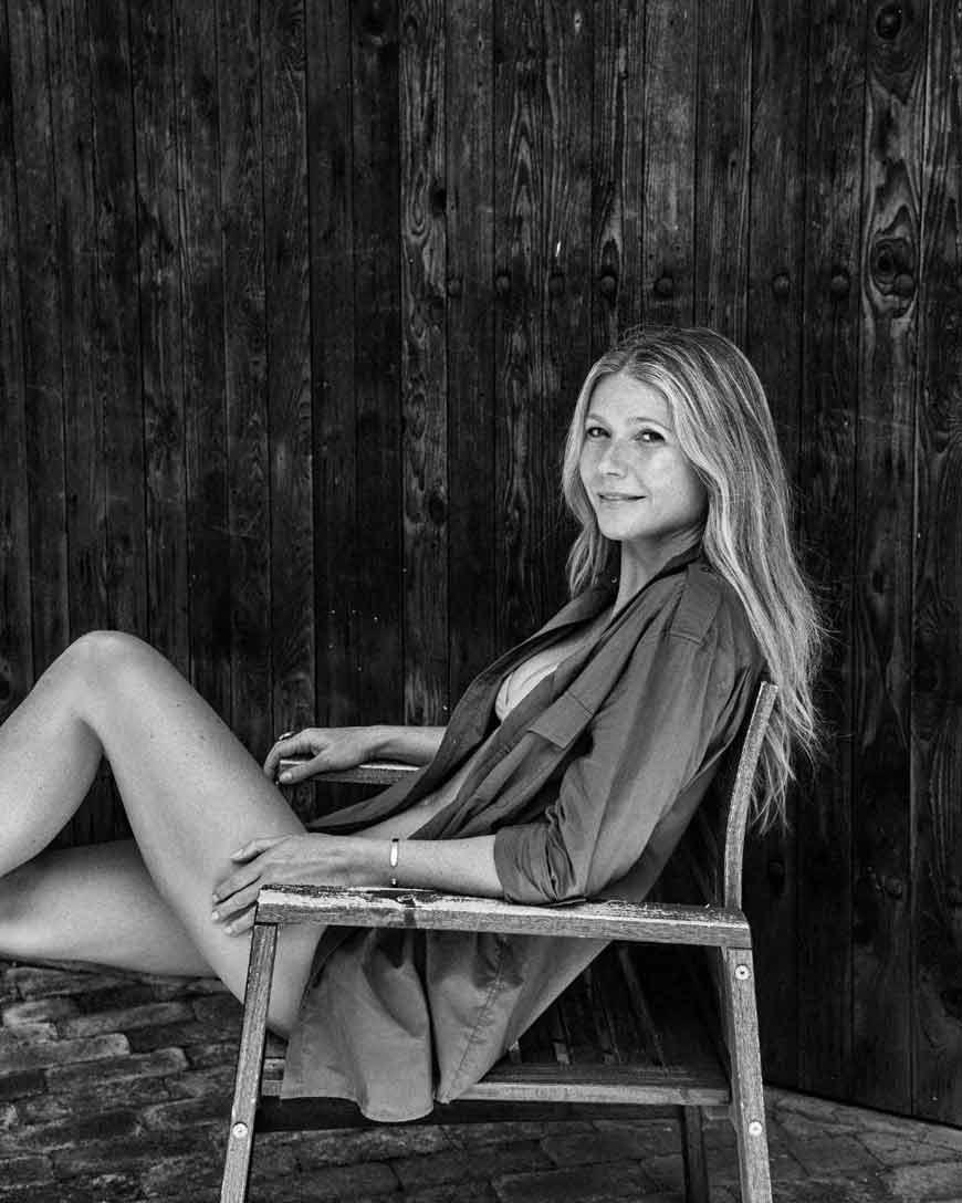 Iron Man actress gwyneth paltrow photos in bikini showing her hot legs