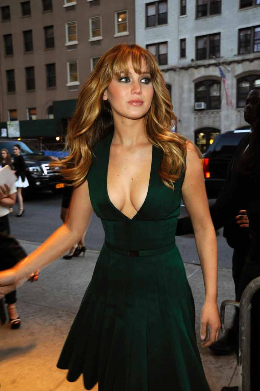 gorgeous-jennifer-lawrence-hot-images-clicked-looking-beautiful-in-green-dress