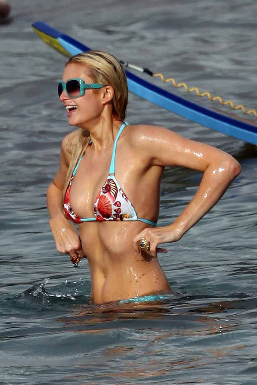 Hot-Paris-hilton-universal-photo-printed-bikini-showing-boobs