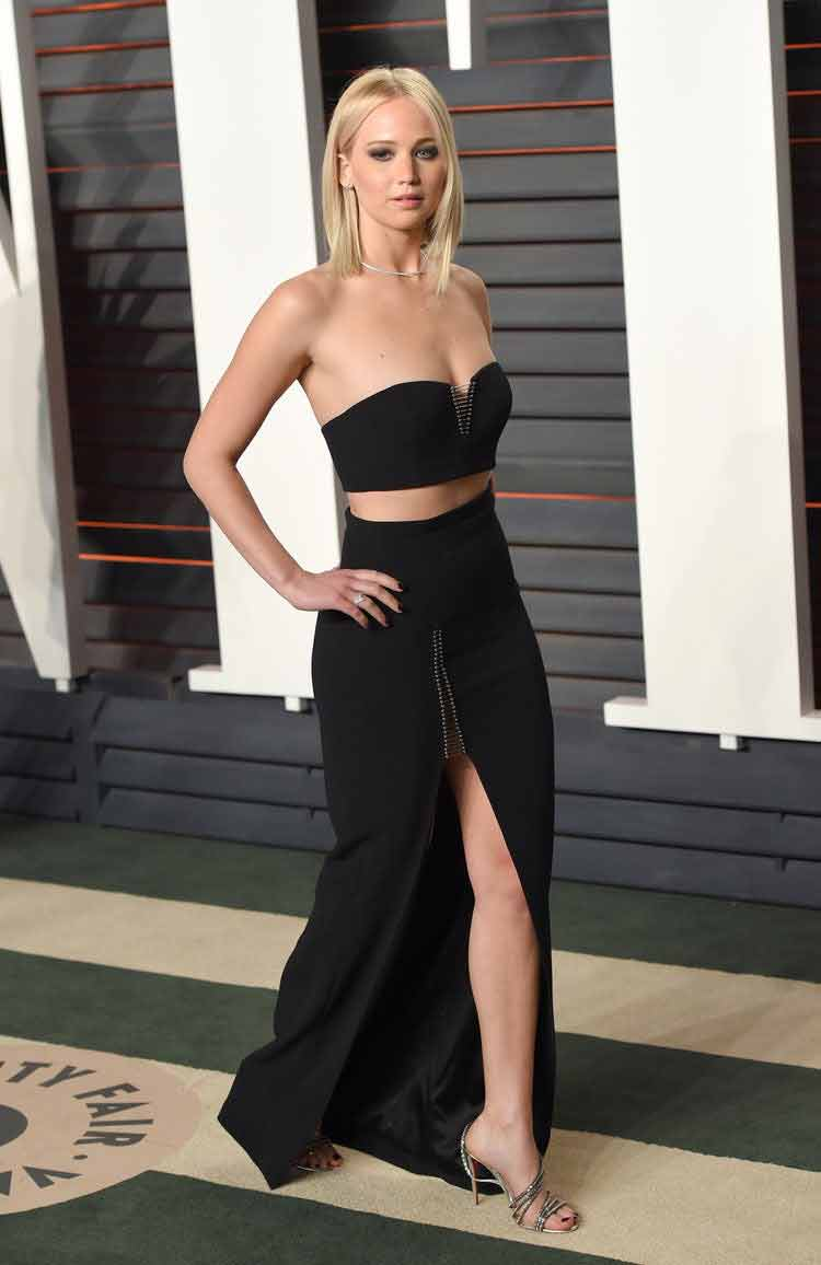 hot-jennifer-lawrence-picture-in-sexy-dress-showing-her-sexy-legs