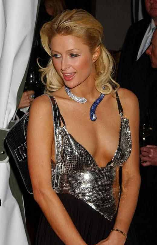 hot-photos-of-paris-hilton-plumpy-boobs-show