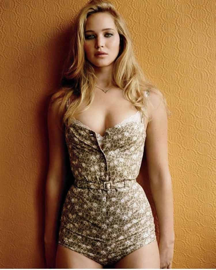 sexy-swimwear-pictures-of-jennifer-lawrence-huge-cleavage-photos