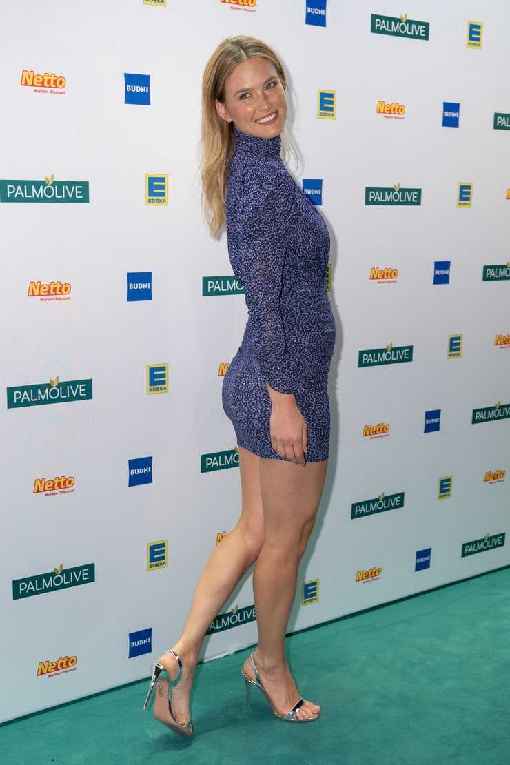 Bar Refaeli Toned Figure in Short Dress