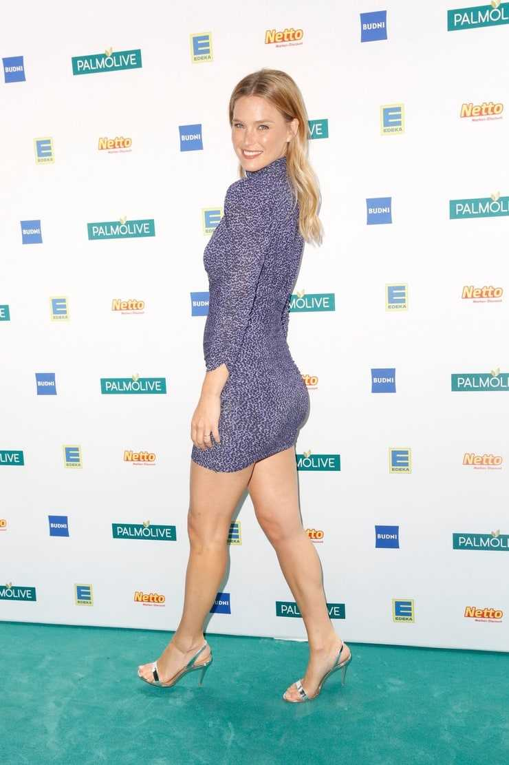 Hot Images of Bar Refaeli on Awards