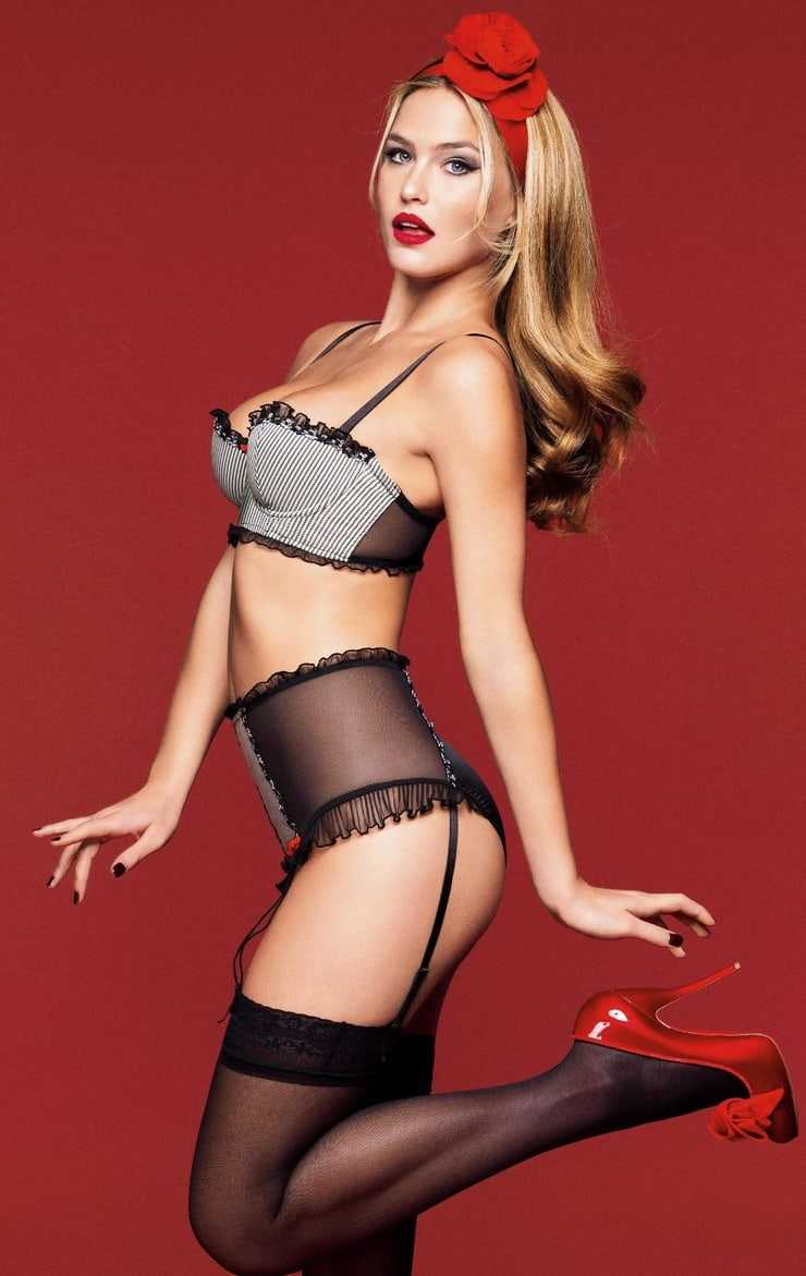 Bar Refaeli shows off her supermodel curves in lingerie
