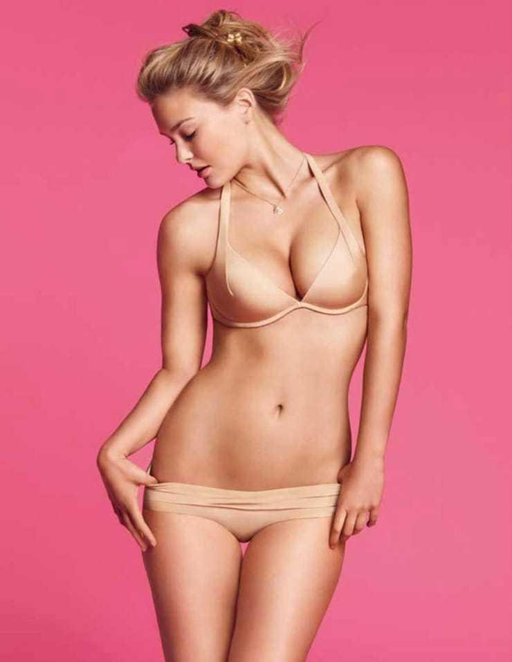 Bar-Refaeli-hot-swimsuit-pics