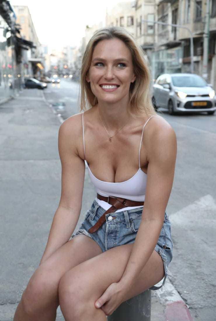Bar-Refaeli-sexy-cleavage-pics