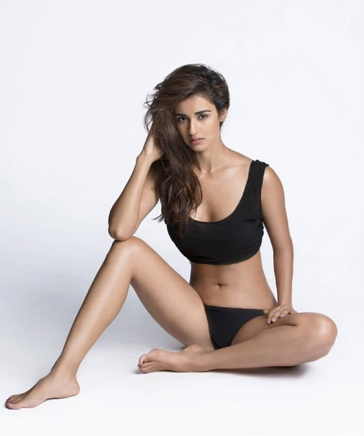 Actress-Disha-Patani-Photoshoot-in-swimsuit