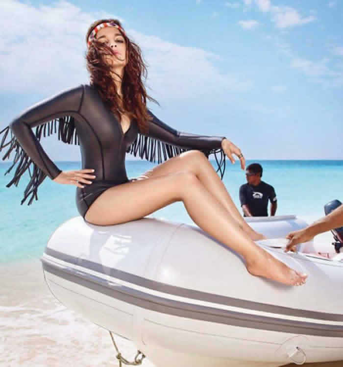 Young actress alia bhatt bikini