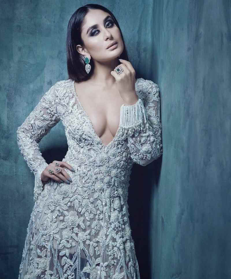 Kareena-Kapoor-Hot-Boobs-Cleavage-Photo