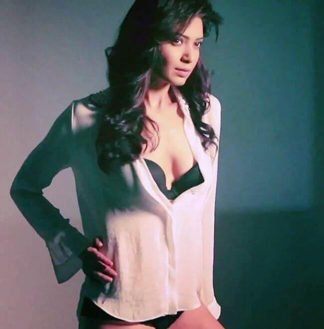 Karishma Tanna Bikini Photo Shoot Sexy Cleavage Show
