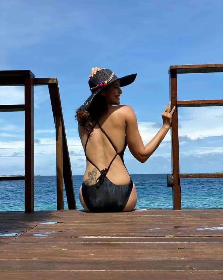 Hot Karishma Tanna Wearning Backless Bikini Showing Her Tattoo