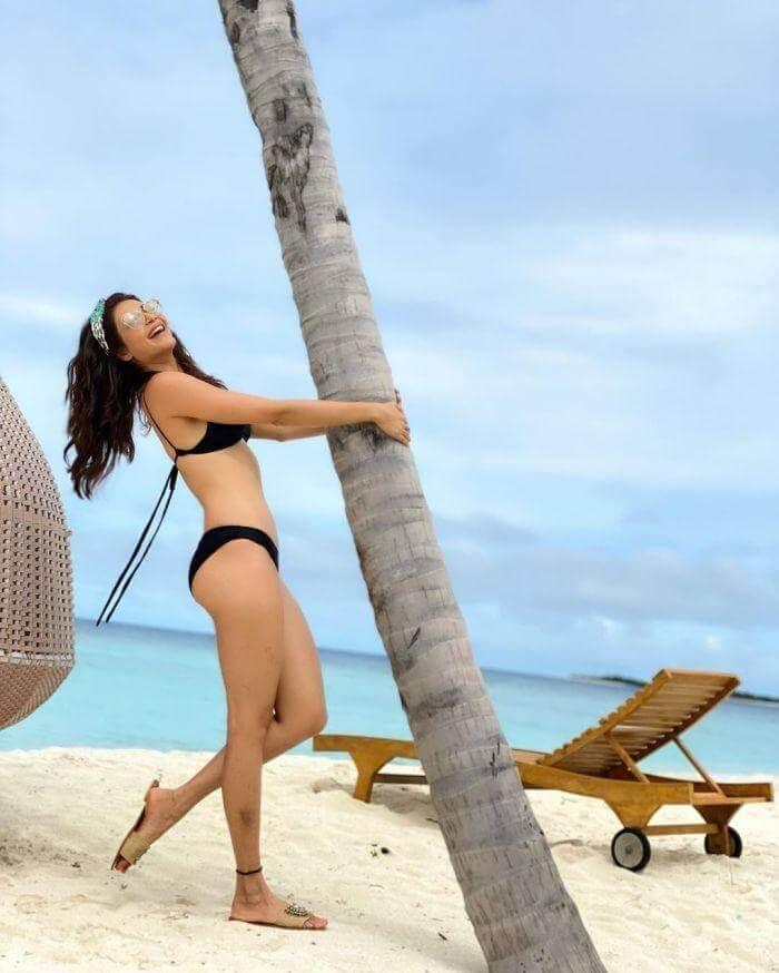 karishma tanna black bikini pictures relaxing and enjoying near the beach