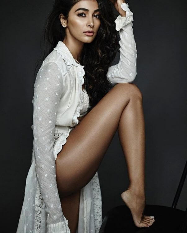 pooja hegde toned ass and sexy long legs pics