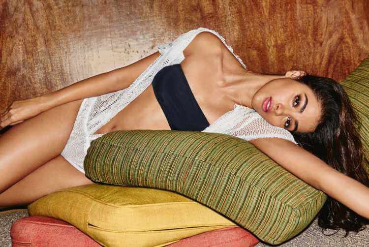 pooja hegde shows off her curvy body in bikini