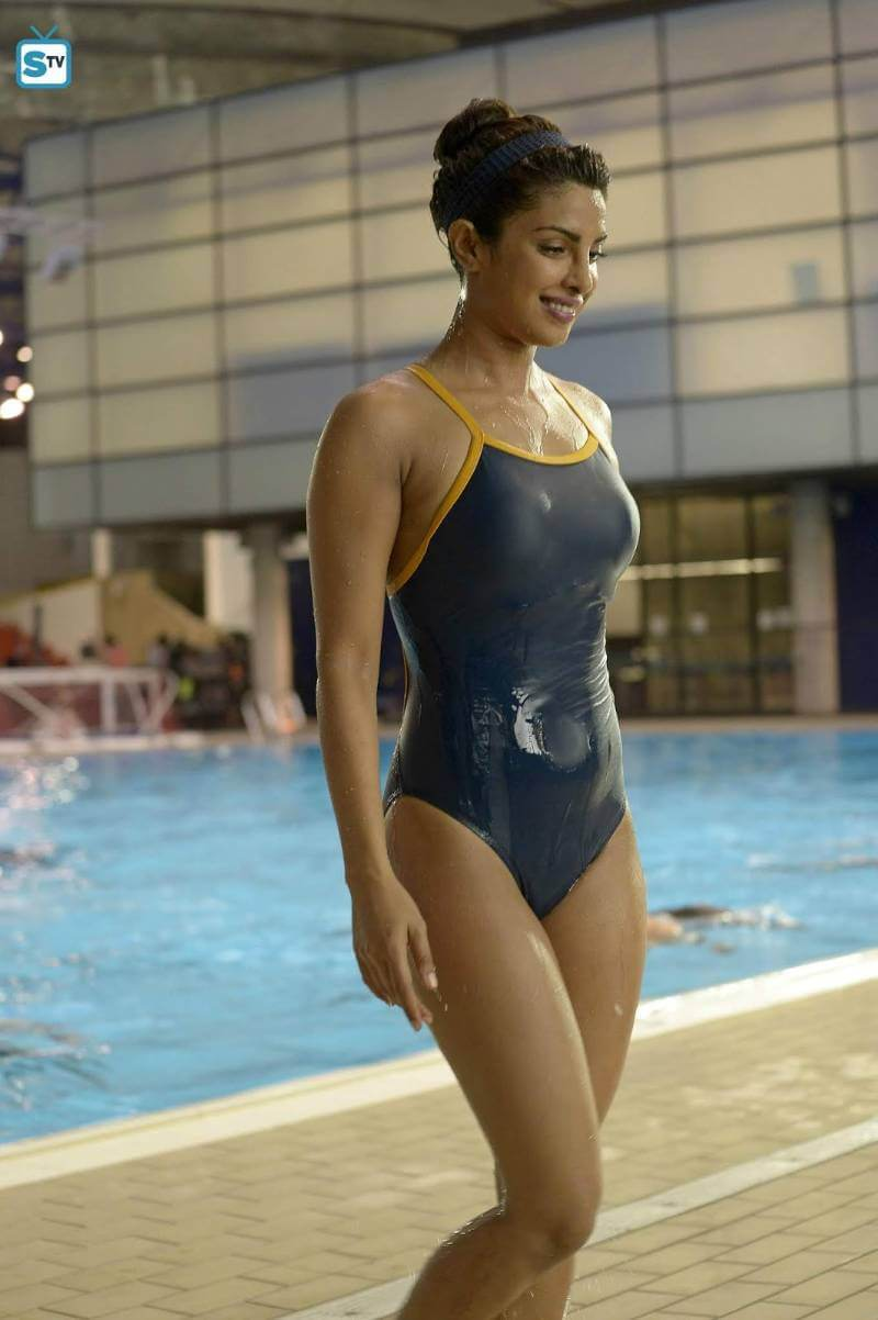 Priyanka-Chopra-Hot-Swimsuit-and-Bikini-Photos-from-quantico-show