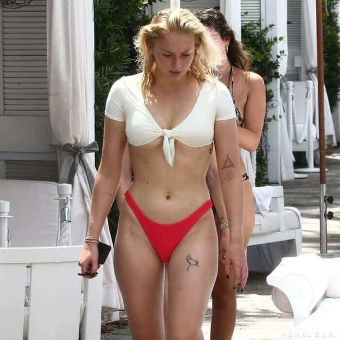 united-states-actress-Sophie-Turner-in-bikini-flashing-her-hot-curvy-body-assets