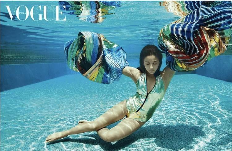 beautiful-actress-alia-bhatt-posing-in-bikini-underwater-looking-amazing