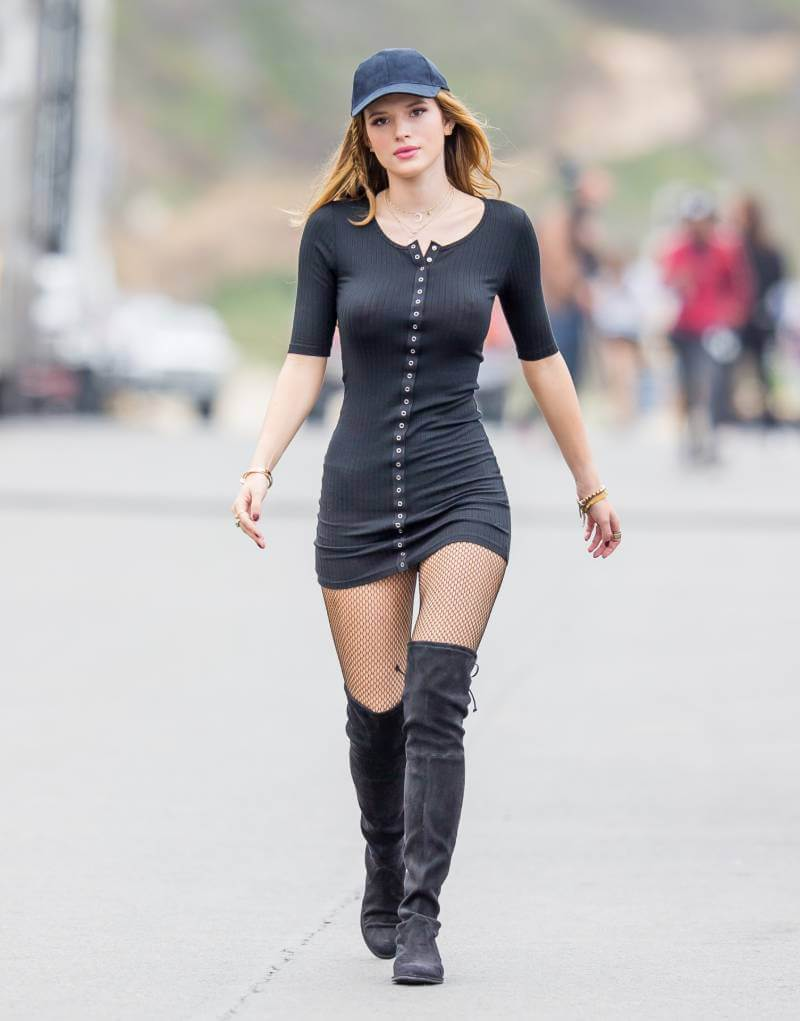 bella-thorne-leaked-photos-braless-boobs-nipple-show-pictures-14