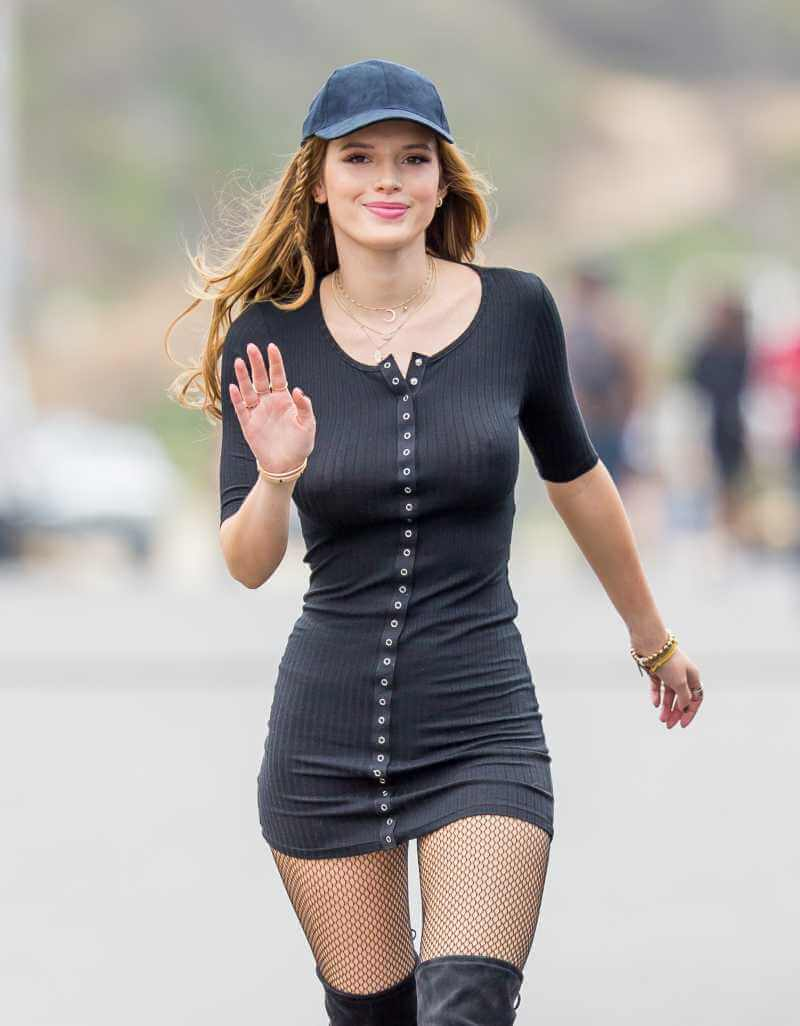 bella-thorne-leaked-photos-braless-boobs-nipple-show-pictures-16
