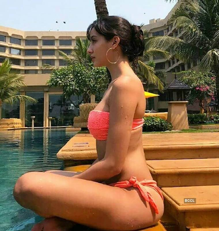 bikini-swim-suit-photos-of-nora-fatehi-clicked-on-hotel