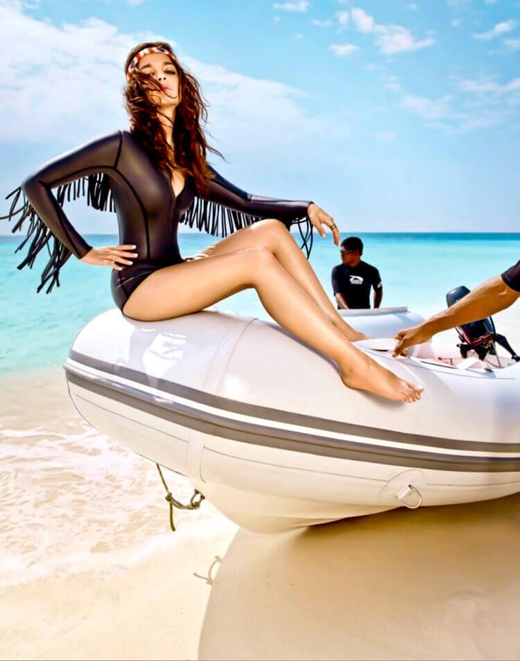 hot-alia-bhatt-swimsuit-pictures-clicked