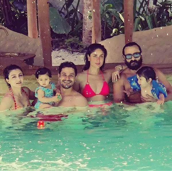 kareena-kapoor-in-bikini-enjoying-with-saif-and-others-in-swimming-pool