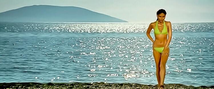 kareena-kapoor-sexy-bikini-scene-tashan