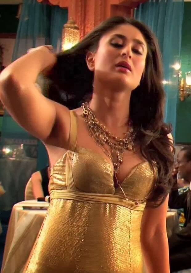 kareena-kapoor-sexy-pictures-showing-her-sexy-boobs-cleavage