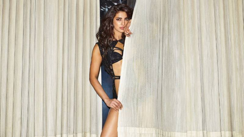 priyanka-chopra-bikini-photo-shoot-esquire-magazine