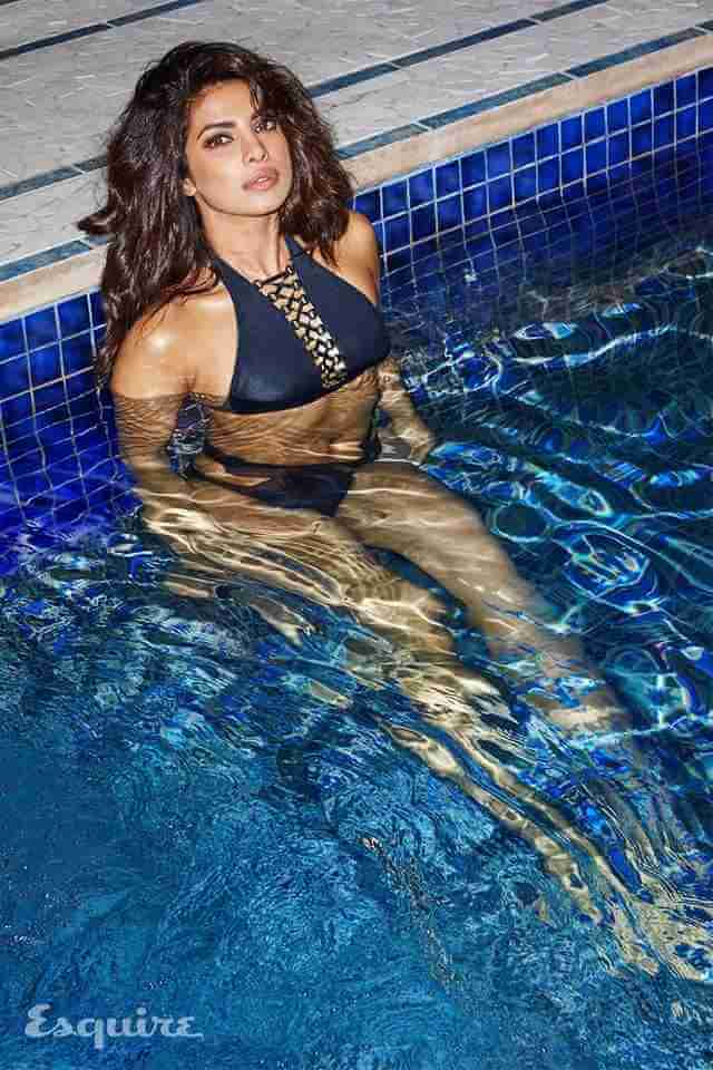hot-priyanka-chopra-swimwear-photos-in-pool