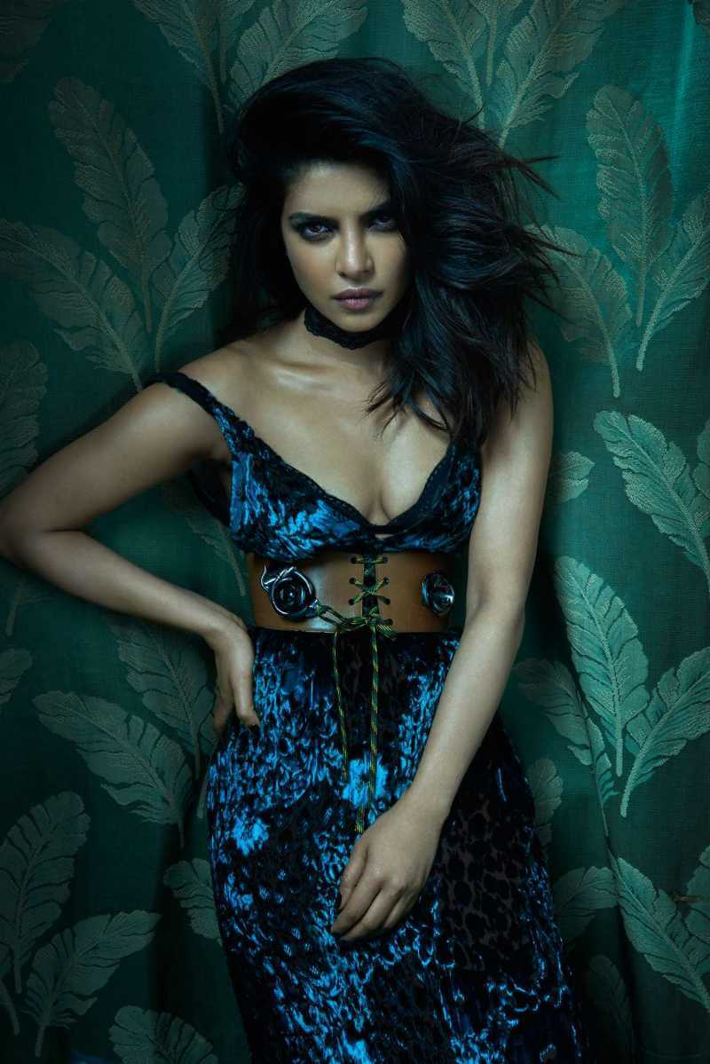 sexy-pictures-of-priyanka-chopra-with-sexy-cleavage-show