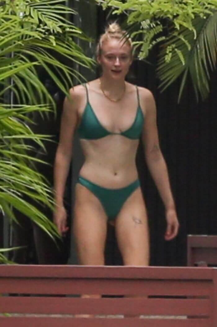 sophie-turner-in-bikini-on-vacation