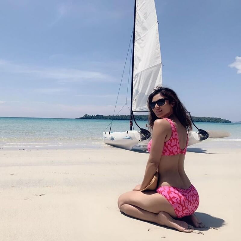 Actress-Mouni-Roy-shares-some-sizzling-pictures-from-her-Thailand-holiday