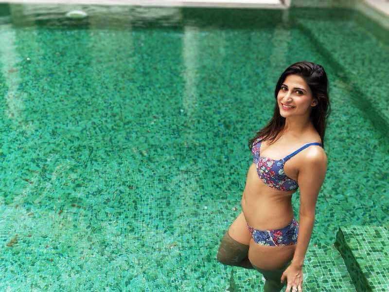 Bollywood-hottie-Aahana-Kumra-looking-stunning-in-bikini-pictures