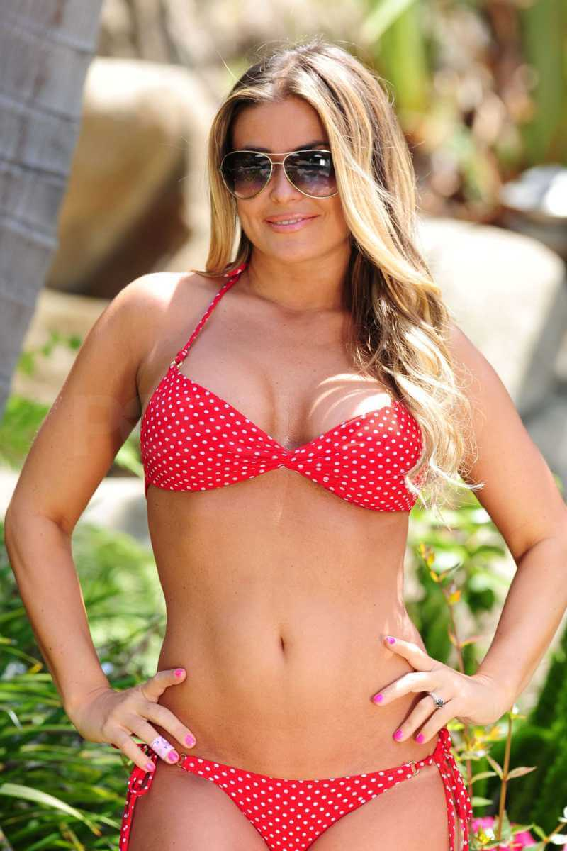 Carmen-Electra-Two-Piece-Bikini-Bracket-Comes-Close