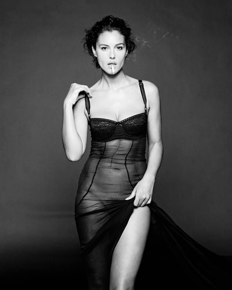 Italian-actress-Monica-Bellucci-wearing-bikini