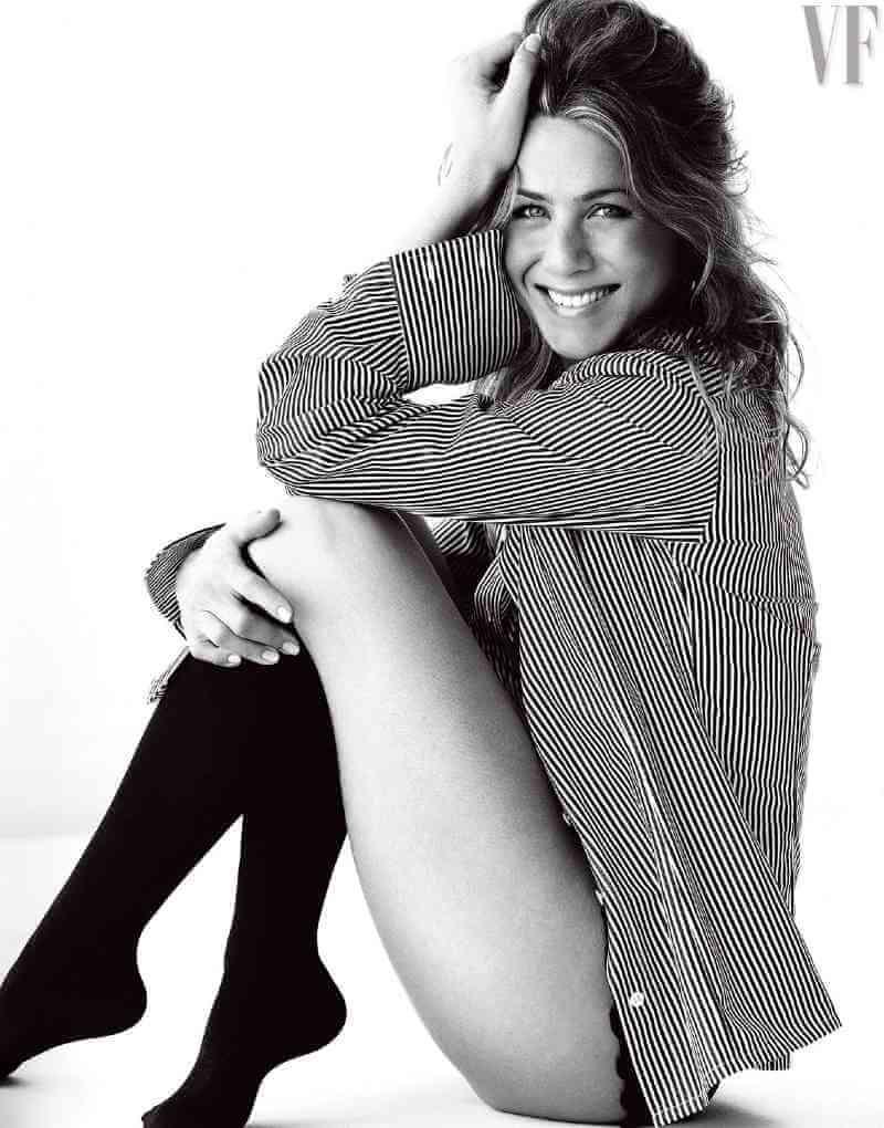Jennifer-Aniston-Sexy-Legs-curvy-ass
