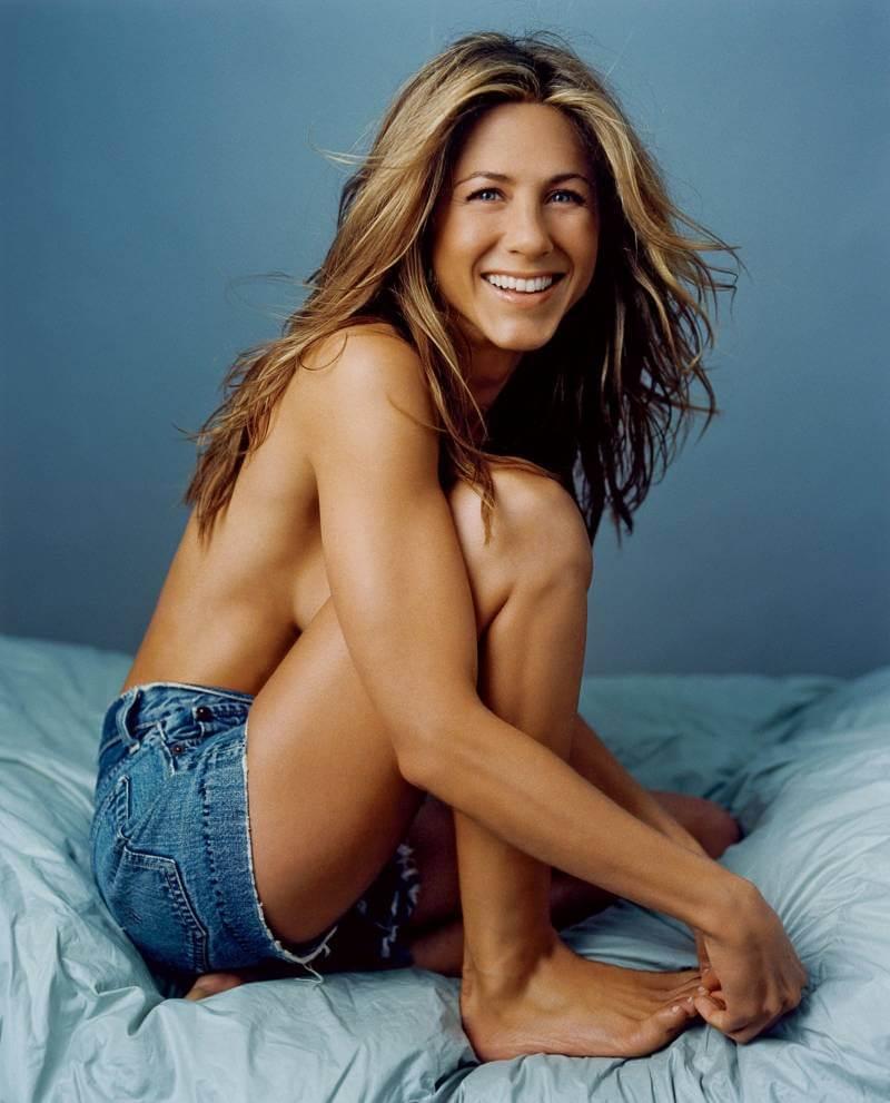 Jennifer-Aniston-Topless-sideboobs-visible
