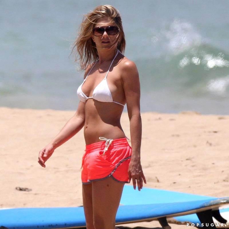 Jennifer-Aniston-Wearing-Bikini