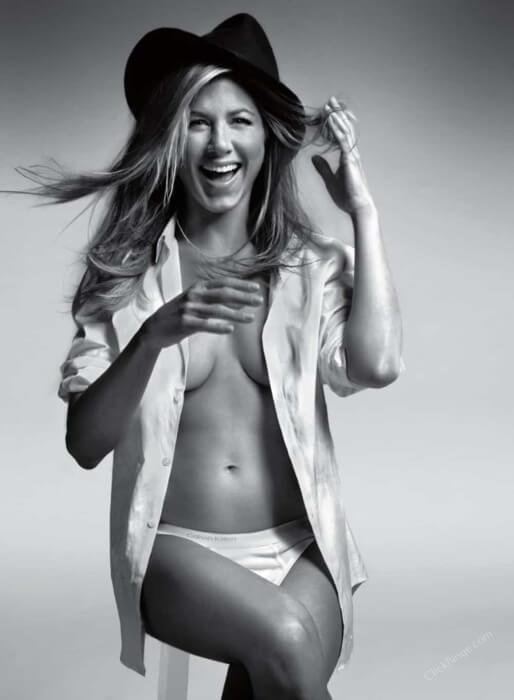 Jennifer-Aniston-nearly-naked-photoshoot-in-panty