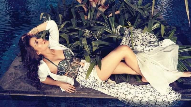 Kriti-Sanon-sexy-picture-in-bikini-outfit-hd-photo