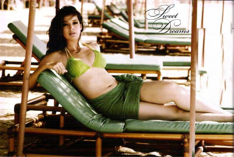 Lakshmi-Rai-Sexy-Navel-Show-Legs-Show-in-Hot-Green-Bikini